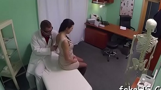 Interesting doctor widens her legs